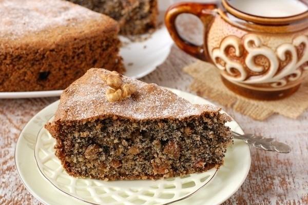 Торт с изюмом грецкими орехами маком и изюмом