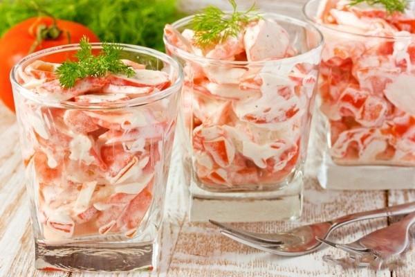 Салат из крабовых палочек и помидор рецепт очень вкусный с