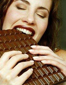 Девушка и многа шоколада секс