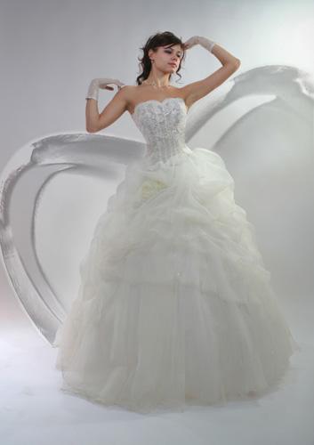 Платье на свадьбу. Зима не только холодная, но и сказочная пора. Она имеет особый шарм белоснежной свежести и чистоты девственности