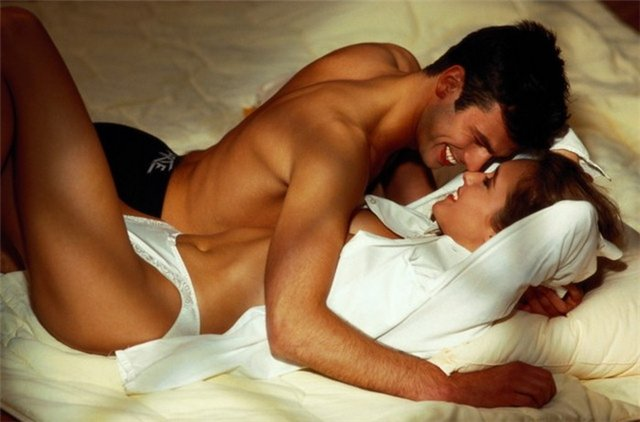 Хороший секс с женщиной в постели
