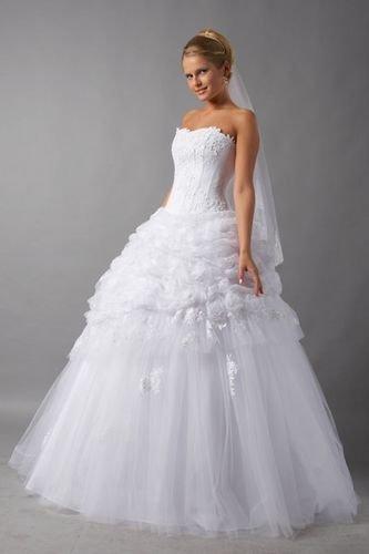 В нашей статье «Как правильно выбрать себе свадебное платье» мы расскажем, как можно невесте выбрать свадебное платье. Ведь ей предстоит решить для себя