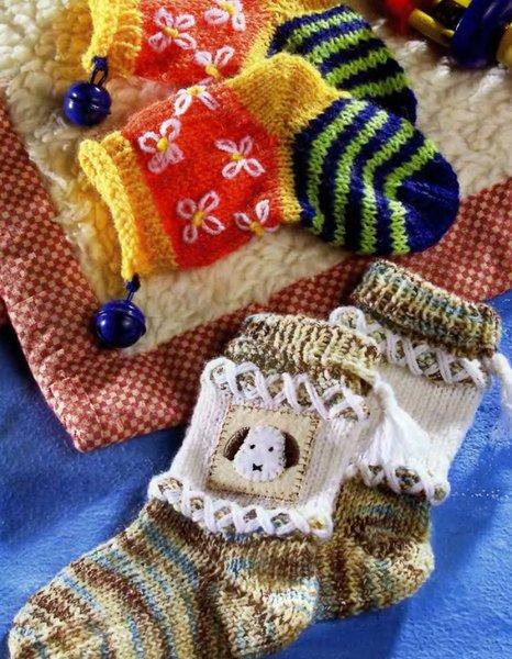 17 лют. Две пары детских носочков (спицами) - Вязанки.РУ - Все о вязании. 2. 0. вяжем спицами http