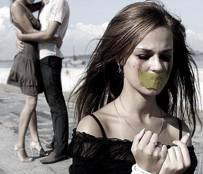 Девушки мучают подруг фото 242-458