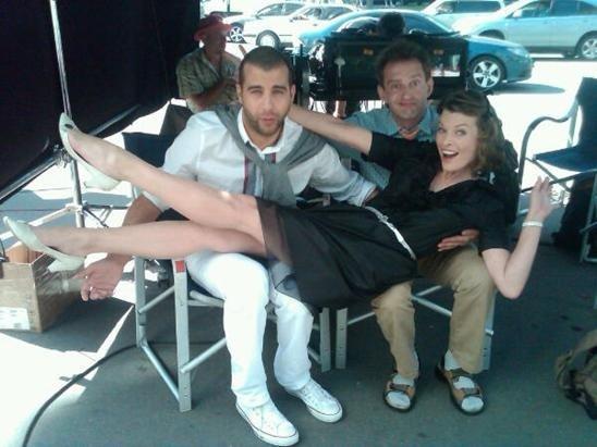 фото девушек вставляющих с двумя парнями