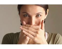 запах изо рта у женщины