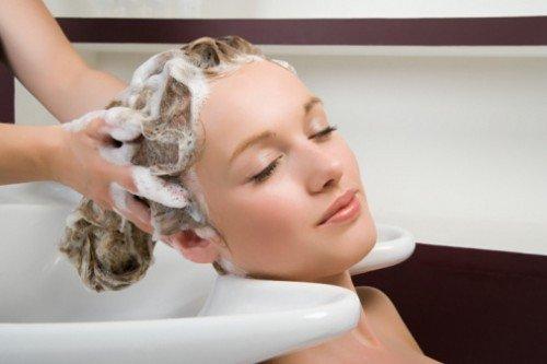 Можно ли красить волосы во время кормления