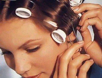 накрутить волосы на бигуди