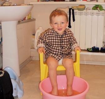 Малыш промочил ножки.
