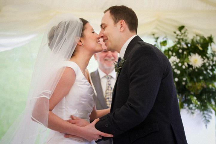 К чему снится вышла замуж за незнакомого фото