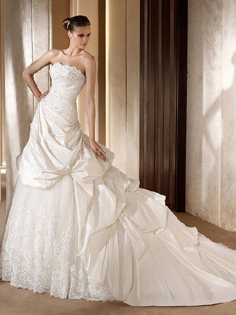 Свадебные элитные платья от знаменитых европейских дизайнеров в фирменных салонах представляют собой классическую женственность, модные тренды