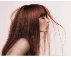 Почему стресс губит наши волосы