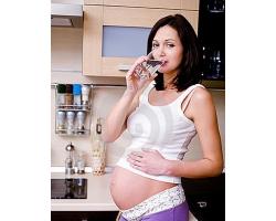 Вредна ли минеральная вода беременным?