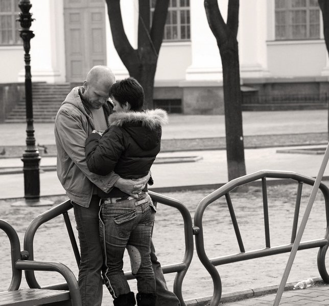 Два парня с девушкой любят друг друга фото 736-30