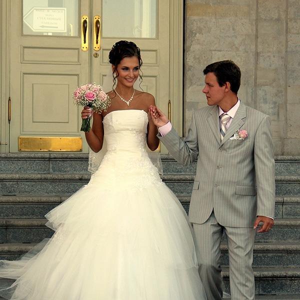 Покупают ли свадебное платье заранее