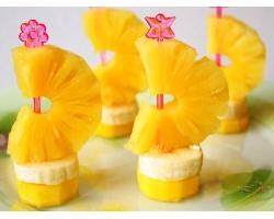 100 гр-м винограда без косточек. банан. вам потребуются.  Для приготовления канапе из свежих фруктов...