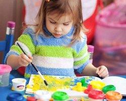 Ребенок любит рисовать: отдавать его в художественную школу?