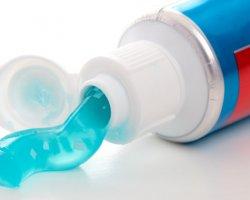 Чем полезна зубная паста в хозяйстве?