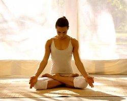 6 упражнений йоги, которые помогут тебе на работе