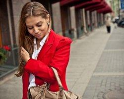 Красный пиджак: с чем носить