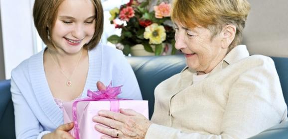 Вручить подарки на новый год
