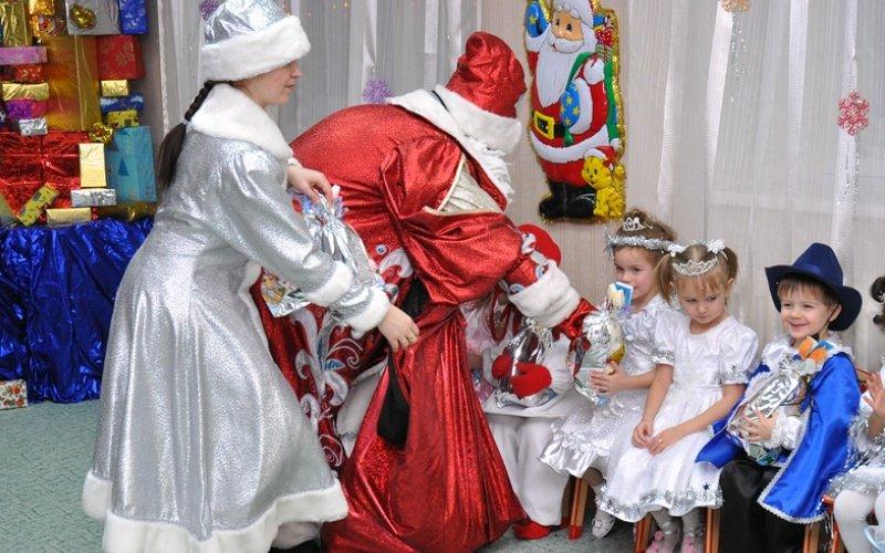 Праздник для детей на новый год сценарий для
