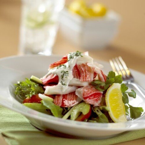 Салат с морским коктейлем и фунчозой рецепт