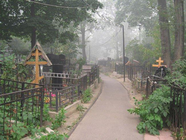 к чему знакомство на кладбище