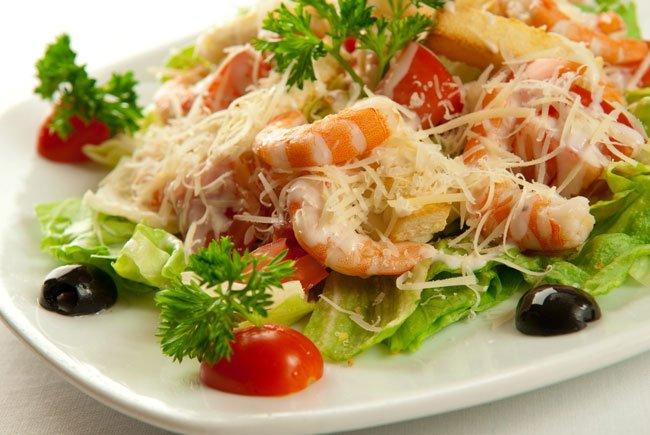 Цезарь с морепродуктами рецепт с фото