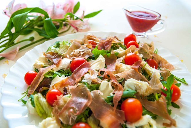 Салат с ветчиной простой рецепт