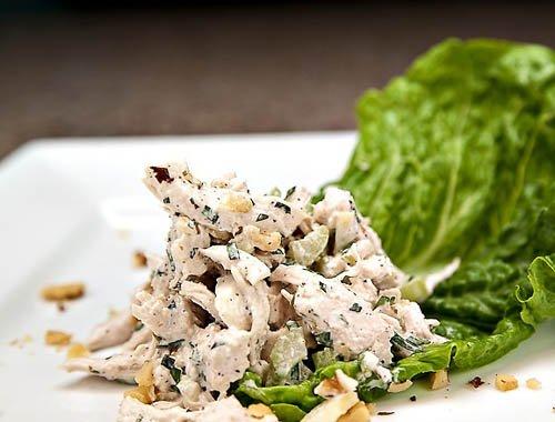 Салат из грецких орехов и куриной грудки рецепт с