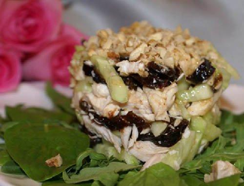 Салат курица с черносливом и грецким орехом рецепт