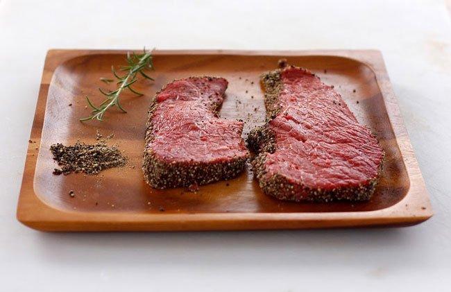 Как правильно пожарить стейк из говядины