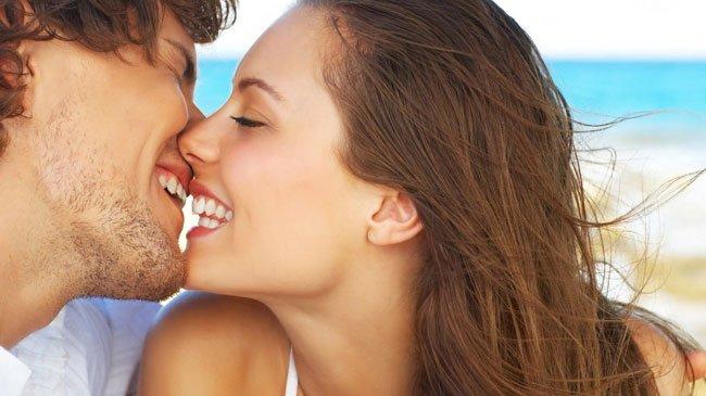 Жена кусает мои губы во время секса
