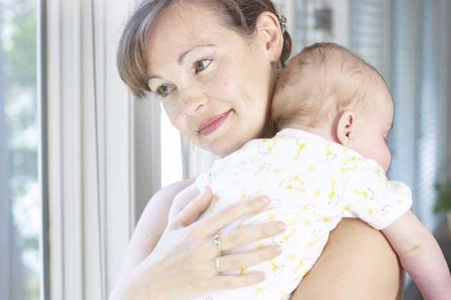 Ребенок на руках фото