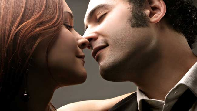 Сонник целуюсь с незнакомым мужчиной