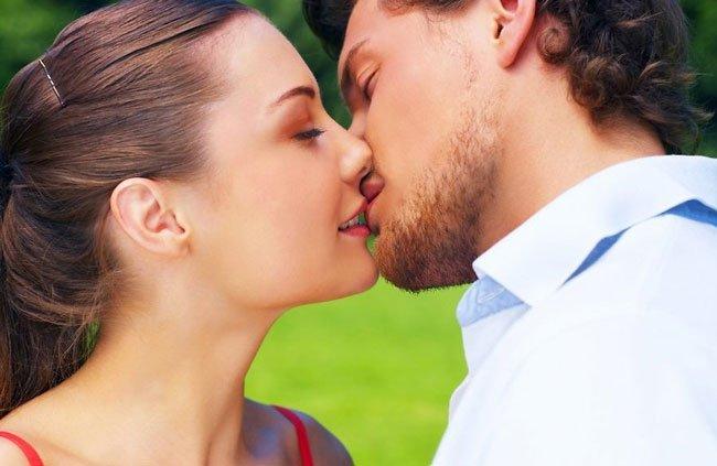 приснилось как целовалась со знакомым к чему