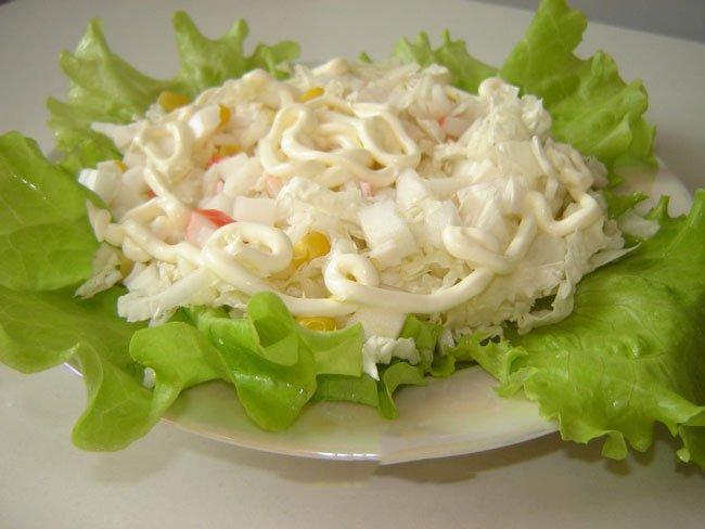 Салат с тунцом консервированным с листьями салата рецепт с