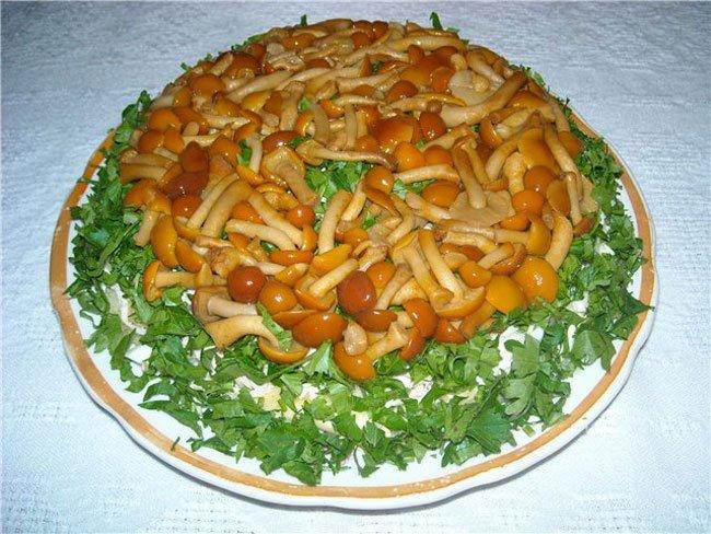 салат грибная поляна с шампиньонами с корейской морковью рецепт с фото