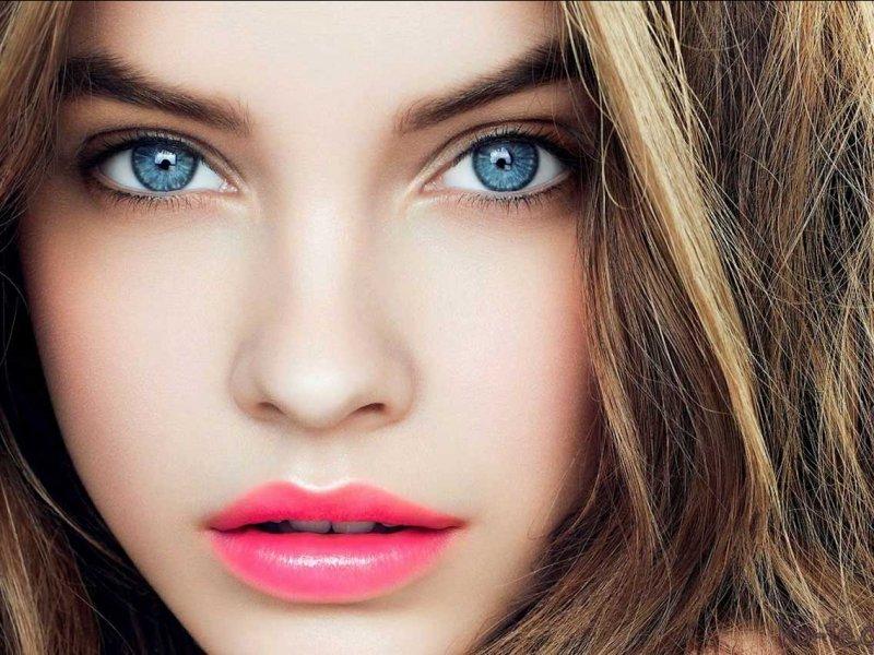 Фото шатенок с голубыми глазами