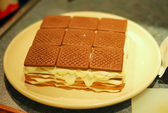 Рецепт торта из печенья с творогом с фото