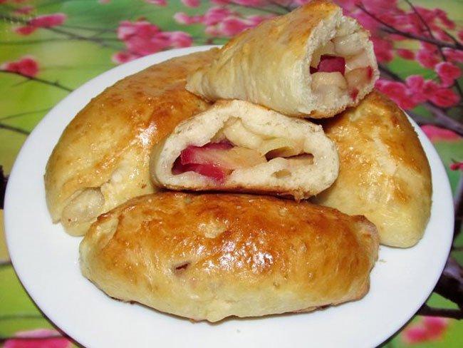 Пирожки с яблоками в духовке с дрожжевого теста рецепт