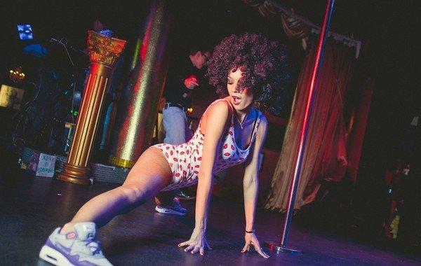 Сексуальный танец попой видео