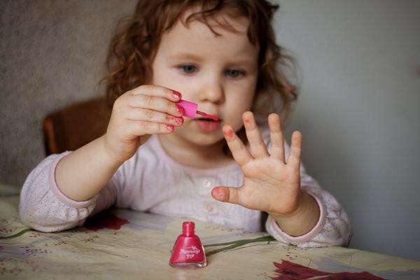 Почему нельзя красить ногти ребенку