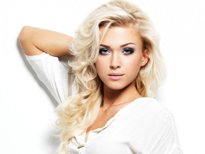 Блондинка и огурец видео