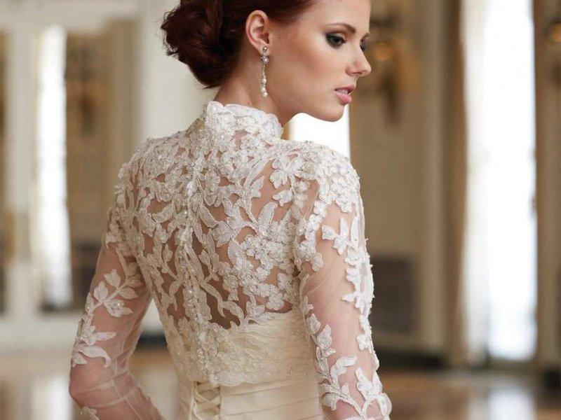 Свадебные прически с закрытым платьем