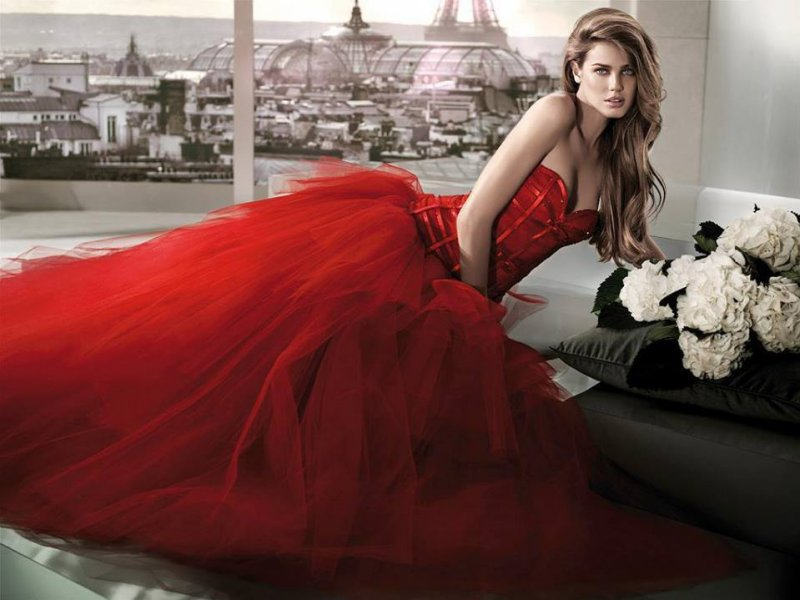 Красный цвет на свадьбу платье
