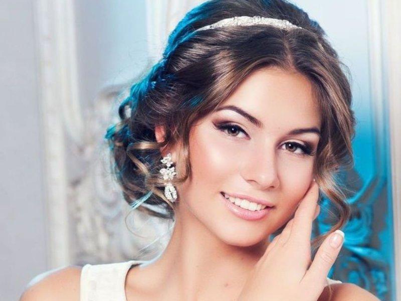 Греческая прическа у девушки фото