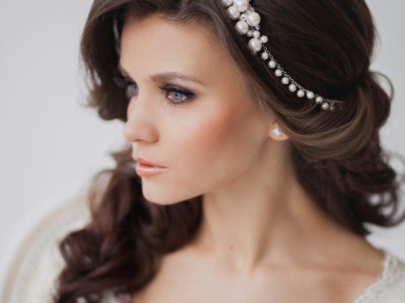 Свадебные причёски на кудрявые волосы