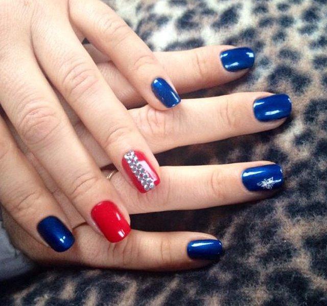 С какими цветами сочетается синий цвет маникюра7